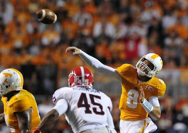 Tennessee's QB Tyler Bray sidelined with broken thumb